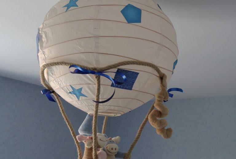 Un luminaire montgolfière