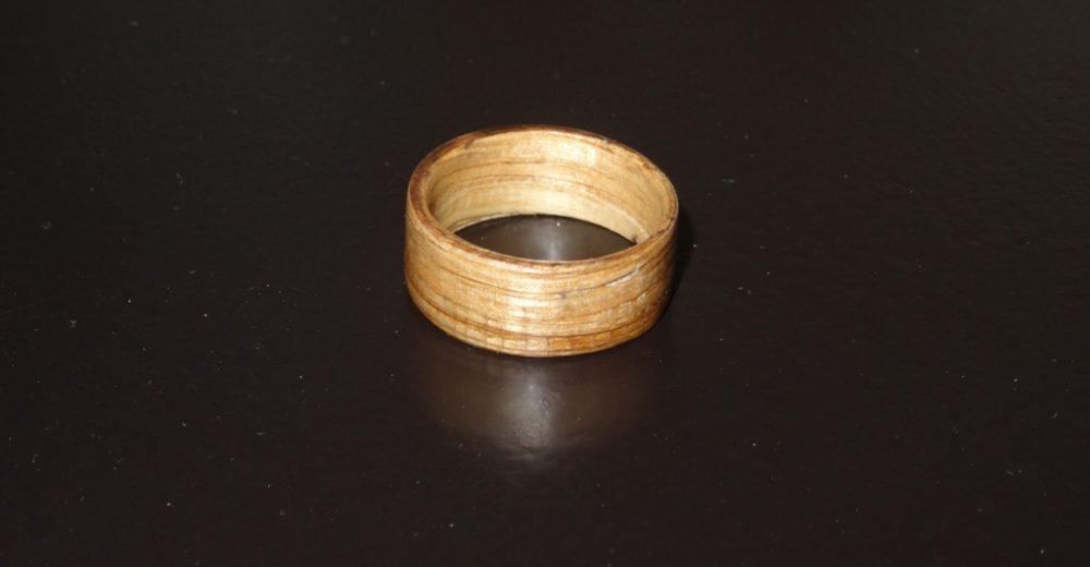 Une bague en bois