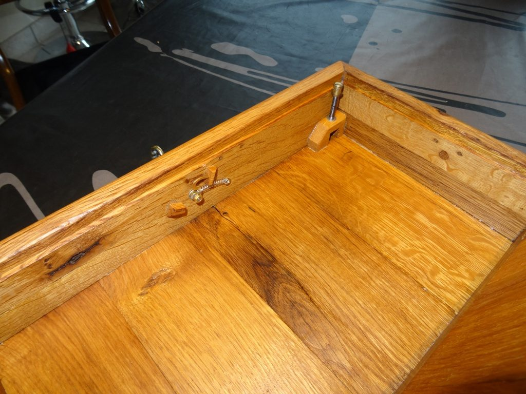 coffret en chêne réalisé à partir de portes de placard