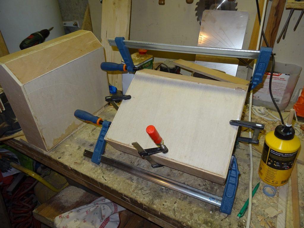 tiroirs de table de nuit en contreplaqué