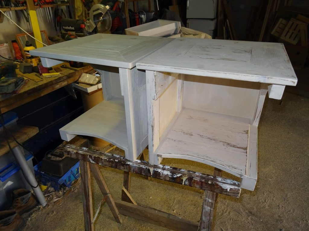 table de chevet en bois de palette, blanc usé